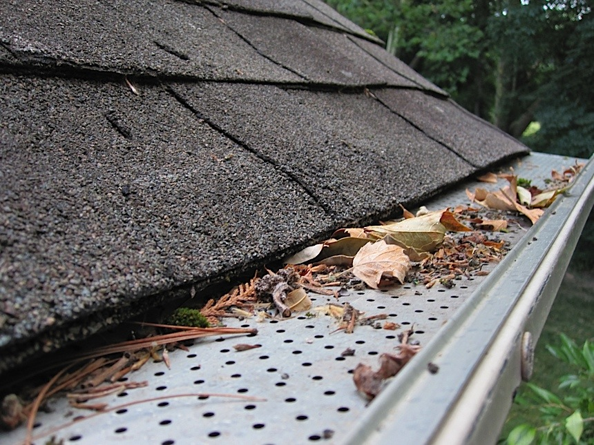 A Guide To Gutter Cleaning and Gutter Covers